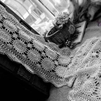 Ecru Vintage Hand Crochet  Scallop Edge Lace Table Runner Snowflakes - Wedding table runner 72""